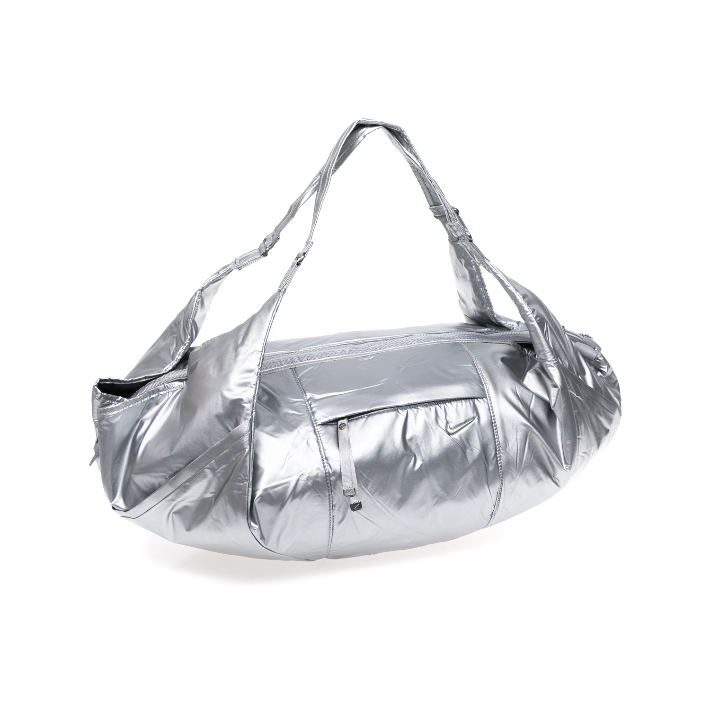 NIKE – Γυναικεία αθλητική τσάντα NIKE VICTORY GYM ασημί 1338848.1-G3G3