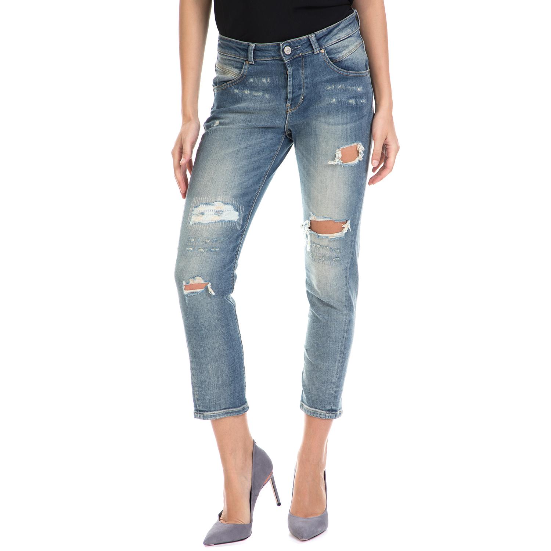 GUESS – Γυναικείο τζιν παντελόνι TAPERED RELAX – PASADENA GUESS μπλε