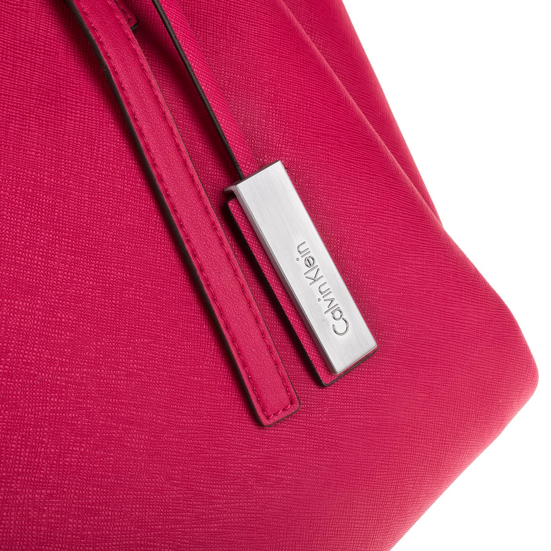 CALVIN KLEIN JEANS – Γυναικεία τσάντα ώμου CALVIN KLEIN JEANS MARISSA LARGE φούξια 1480390.0-0047