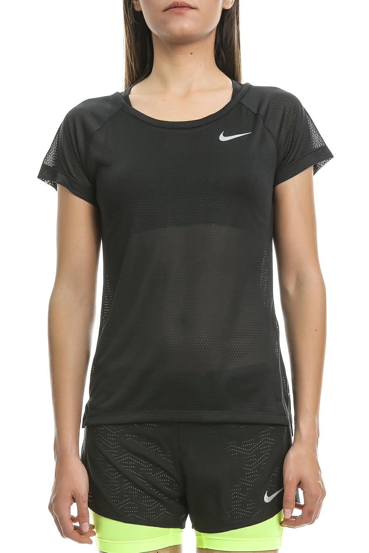 6236bb7c5dc0 NIKE – Γυναικεία κοντομάνικη μπλούζα Nike μαύρη